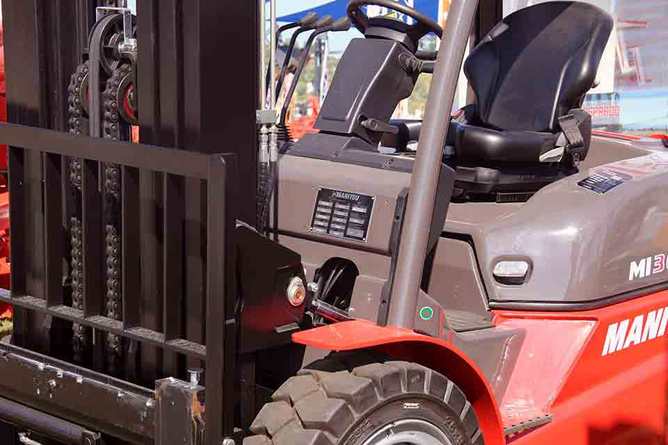 We can rent you a forklift or a crane or other moving equipment in 250 exhibition pavilions.